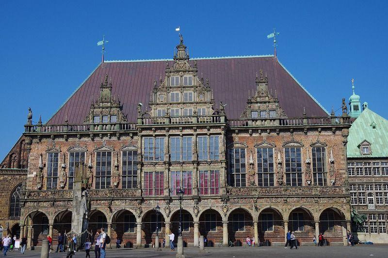 世界遺産の市庁舎とローラント像は「ブレーメン」の象徴