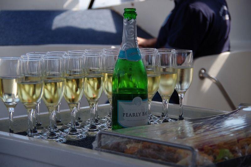 生ガキとシャンパンで乾杯!