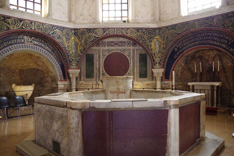 洗礼堂と博物館にも