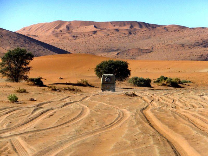 砂丘を越えてたどり着く絶景