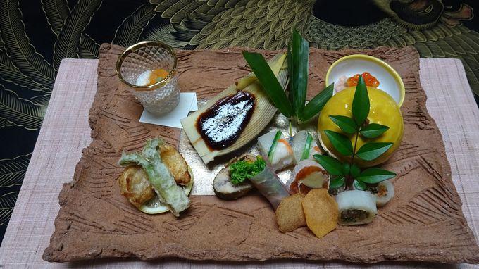 夕食はお部屋で京風の会席料理を美濃焼きの器で味わう。