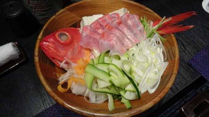 料理は和食会の重鎮がプロデュースする絶品の会席をいただく
