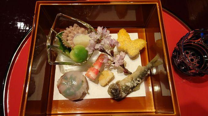 伊豆だけでなく全国から集めた食材を丹精込めて仕上げる懐石料理