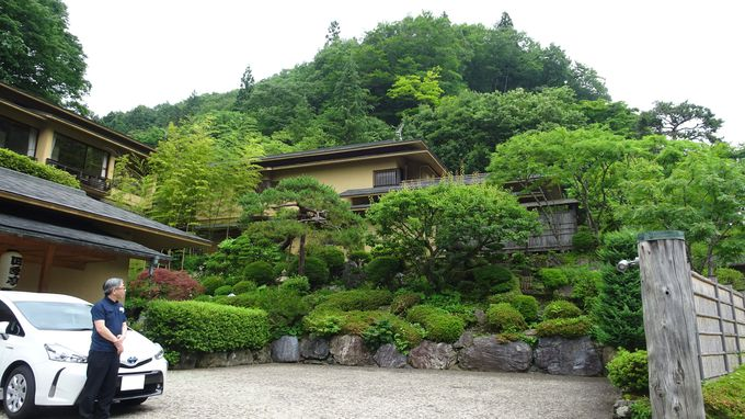 小高い庭園に囲まれた特別室が水曜どうでしょうの部屋