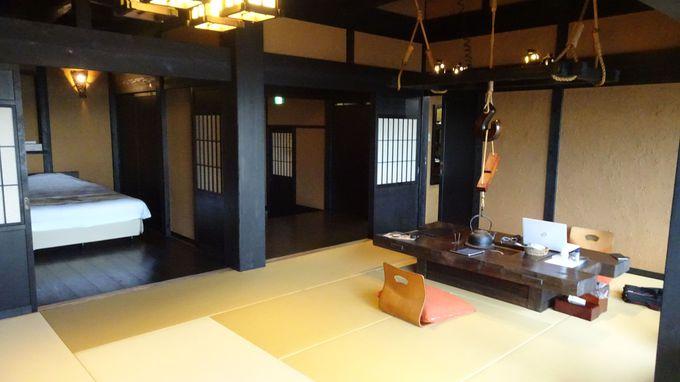 30帖の広さの客室は趣のある露天風呂とテラス付き