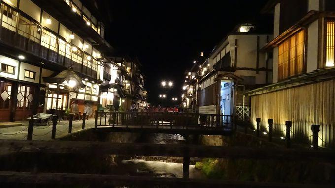 温泉街の中央に位置するので銀山温泉の街並みを楽しむには最高