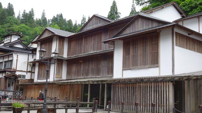 存在感のある建物の設計は「和の大家」と称される有名建築家