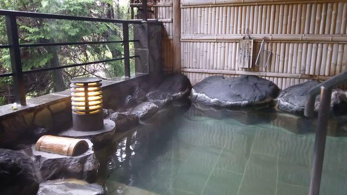 大浴場は材質にもこだわった「千年の湯」と「万年の湯」