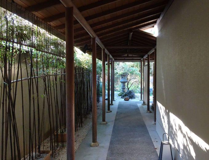 歴史ある古代檜の浴槽に注がれる伝統の温泉でリフレッシュ