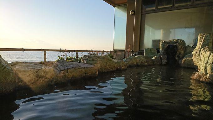 絶景の温泉は毎分250リットル自噴する自家源泉