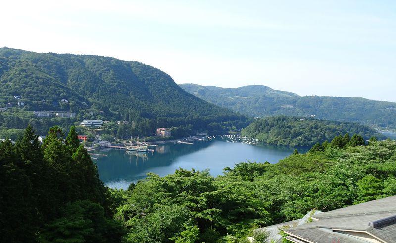 箱根神社へ徒歩5分!芦ノ湖の絶景とモダン懐石の宿「和心亭豊月」