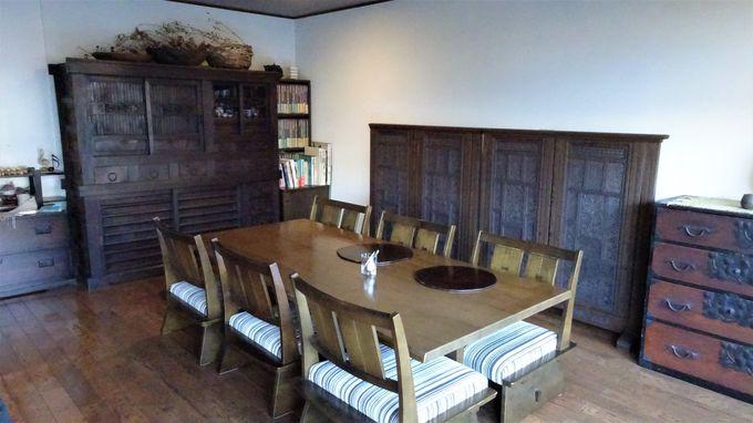 2つの個室食事処は趣の違った和室と洋室