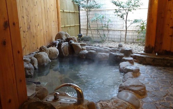 自然の中にいるような感覚になる貸切風呂は伊豆高原最大級