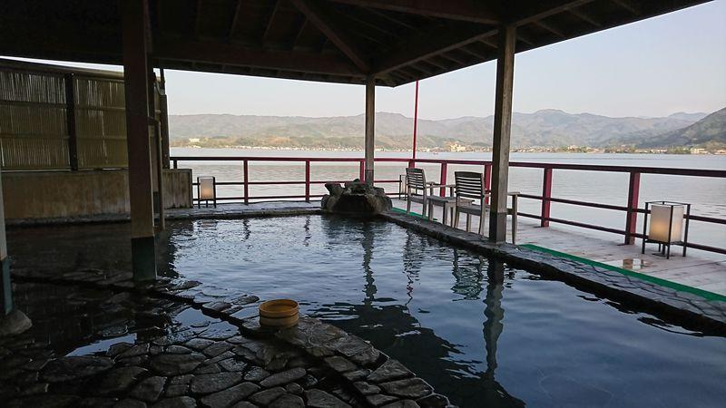 日本で唯一の湖上露天風呂も!鳥取・はわい温泉「望湖楼」