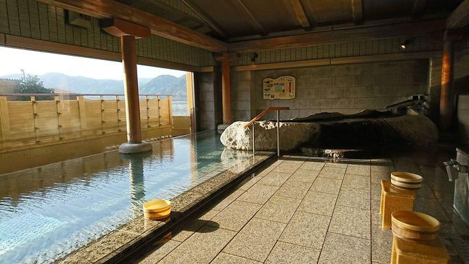 工夫を凝らした大浴場で自慢の源泉を楽しむ
