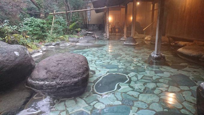 大野天風呂「世古の湯」で谷川と森の景色に浸かる
