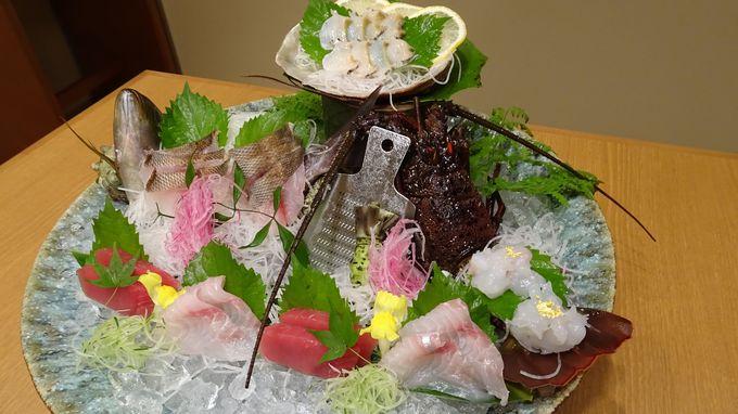 高級食材が満載の贅沢な料理を味わう