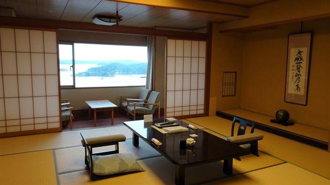 ゆったりと過ごせる客室は美しいリアス式海岸が一望