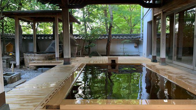 自家源泉かけ流しの温泉にゆっくりと浸ろう