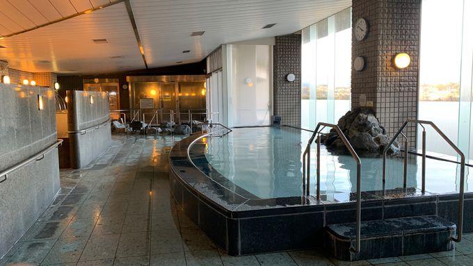 広々とした温泉施設で7種類の浴槽を楽しもう