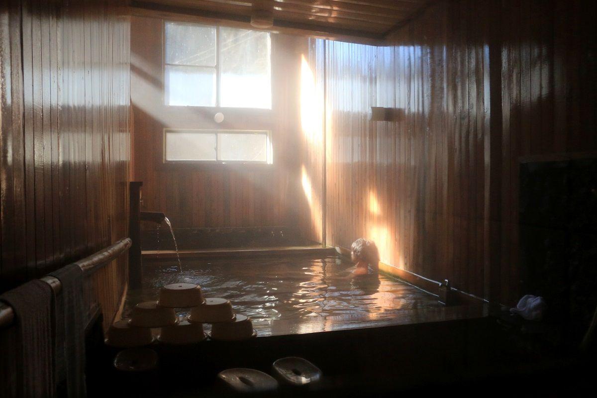 光差す、静かな温泉