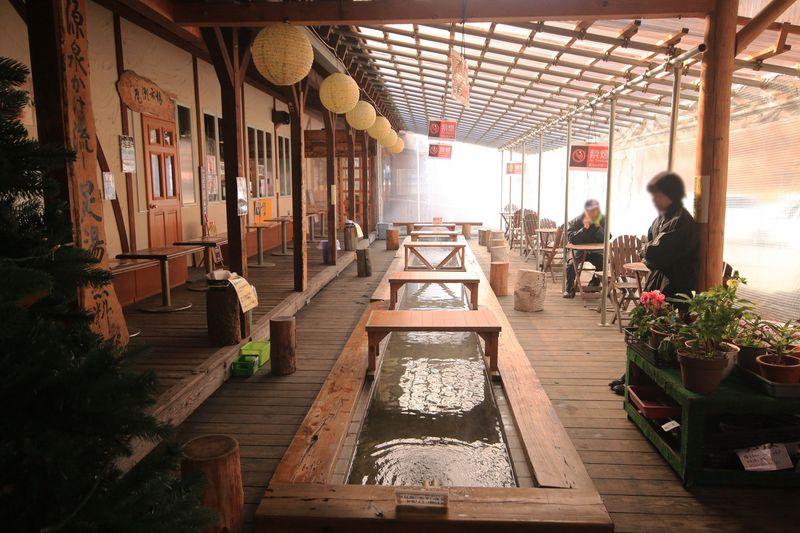 群馬・尾瀬市場で足湯をしながら地産地消のグルメを満喫!