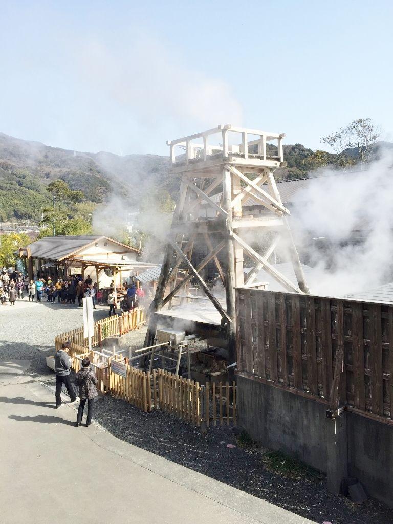 100℃の源泉が一気に噴き上がる!大迫力の峰温泉大噴湯公園