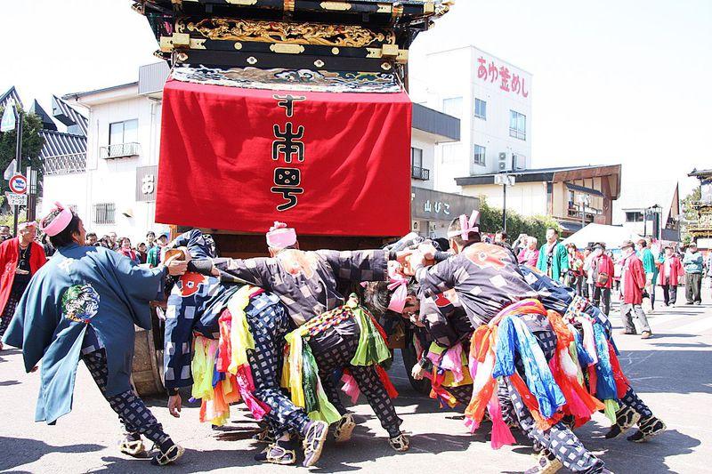 大迫力の「どんでん」と豪華絢爛の「からくり人形」愛知・国宝犬山城下の伝統の山車と食べ歩きグルメ!