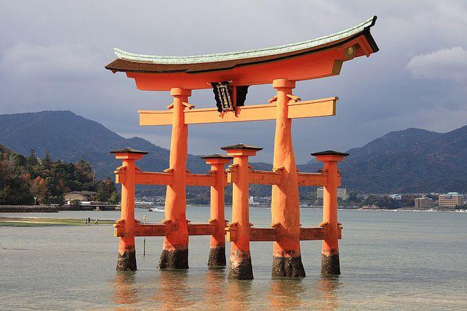 歴史深く荘厳な姿で佇む「厳島神社」
