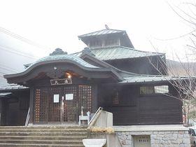 長野・高山温泉郷には四季折々の景色と満天の星空とお尻が真っ黒になる温泉がある?!