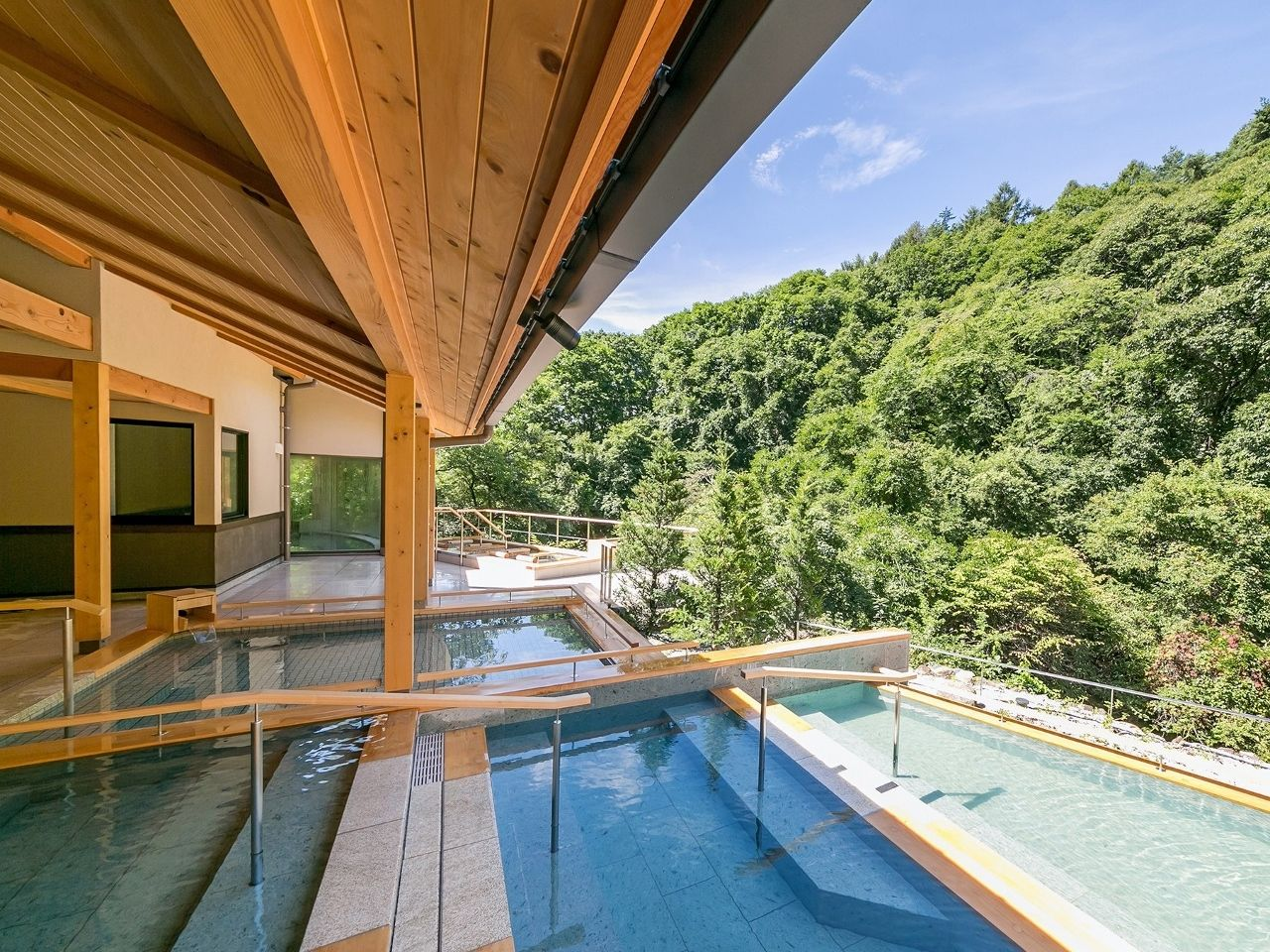4.源泉掛け流しの美肌の湯を楽しむ長野「蓼科グランドホテル滝の湯」