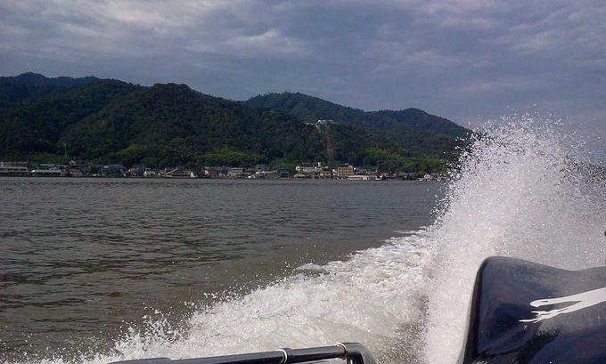 ボルボ社製高速エンジンのモータボートでクルージング!