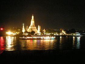 バンコク・ワットアルンの夜景が見えるレストラン「The Deck」