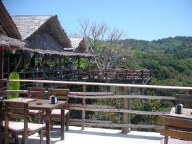 プーケットの断崖絶壁に建つ絶景レストラン「SMALL VIEW POINT」で海景色を堪能!