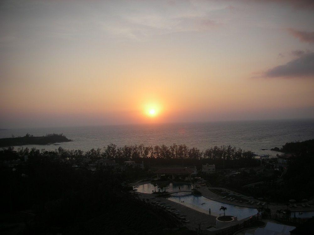 沖縄の夕日を客室から独り占め!
