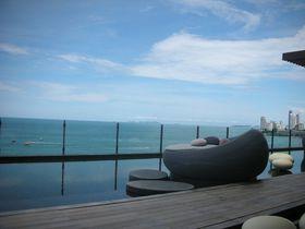 パタヤで一番おしゃれな絶景バー!ヒルトンパタヤの「ドリフト」は海に浮かんだリビングルーム