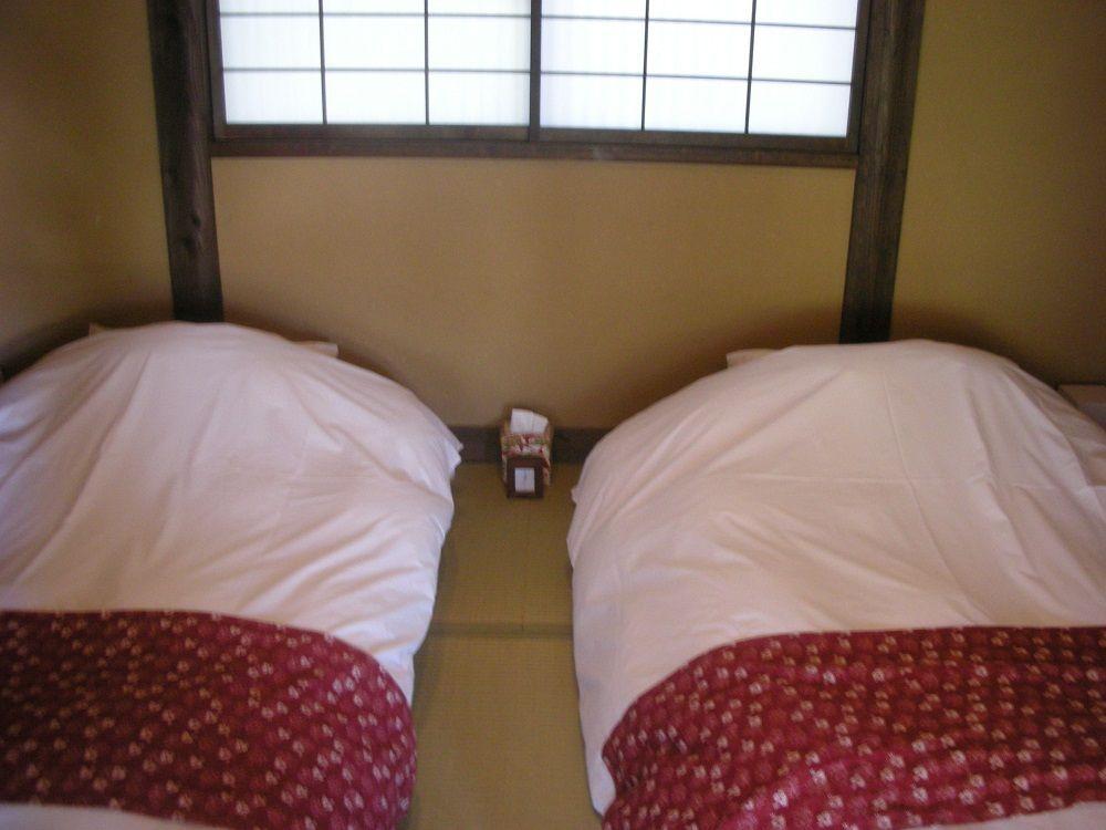 寝室にはいつでもごろ寝できるふかふかのお布団が!