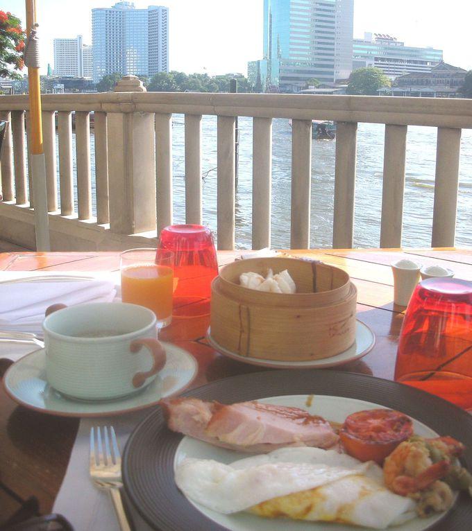 さすがペニンシュラクオリティ!種類豊富な朝食を川沿いのテラスで