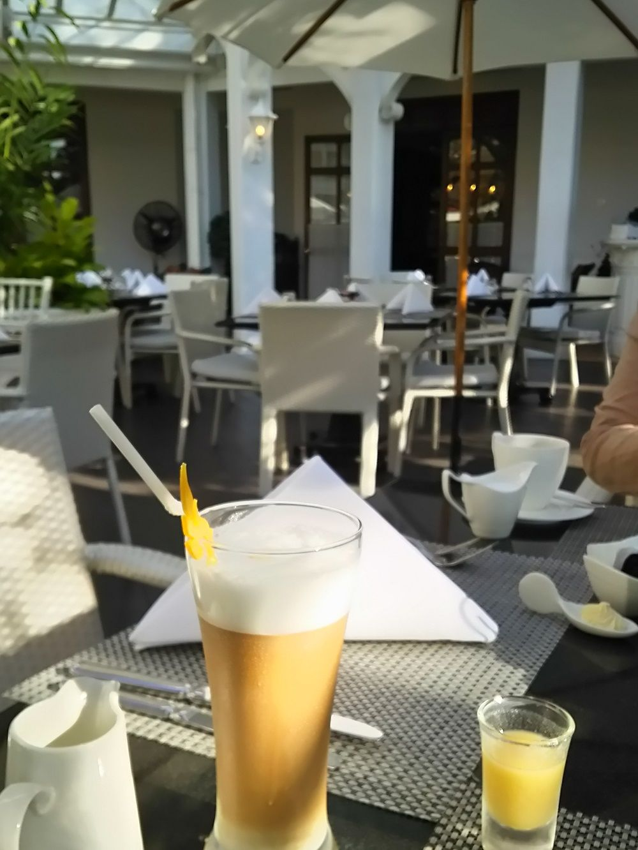 オーダー式の朝食からティータイム、ライトなランチ、アフタヌーンティーまで供する明るい時間