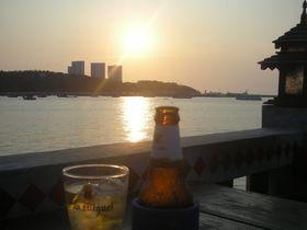 タイ・パタヤの安くてうまい穴場!夕日がきれいなレストラン「パタヤビアガーデン」は歓楽街のど真ん中!
