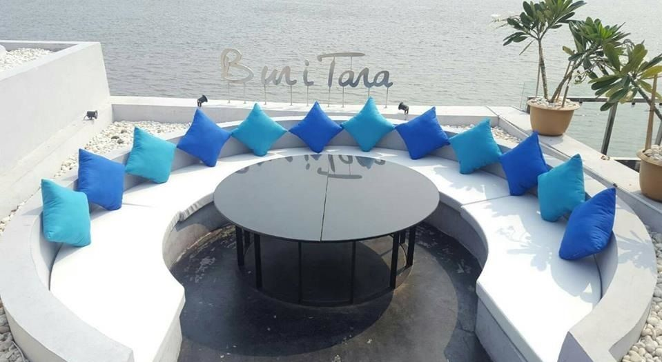 おしゃれタイ人が詰めかけるバンコク・リバーサイドレストラン「ブリタラ(Buri Tara)」