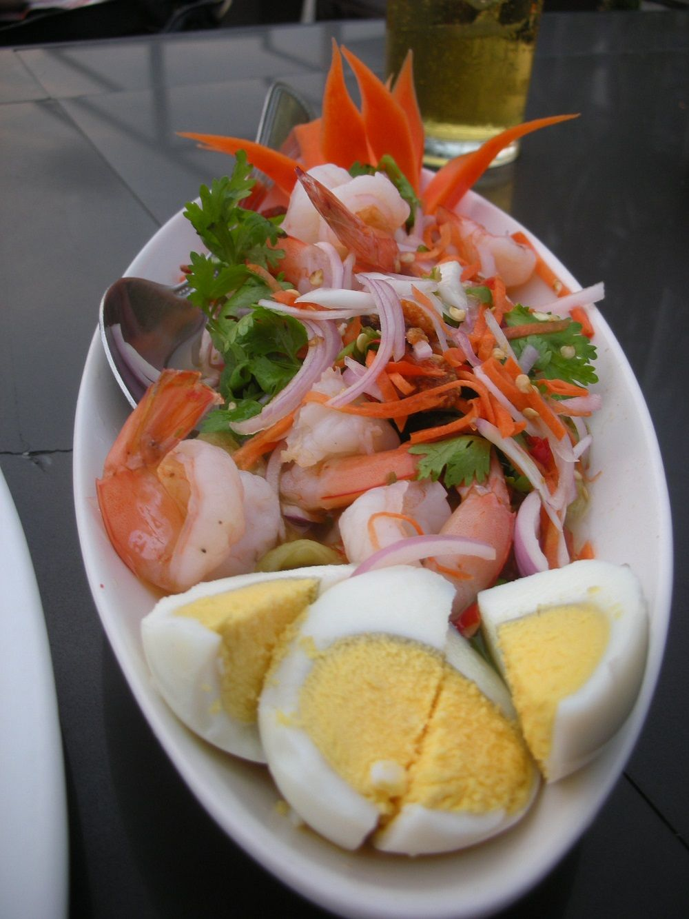 海老だらけの贅沢!ヤムマクアヤーオ(焼き茄子のサラダ)