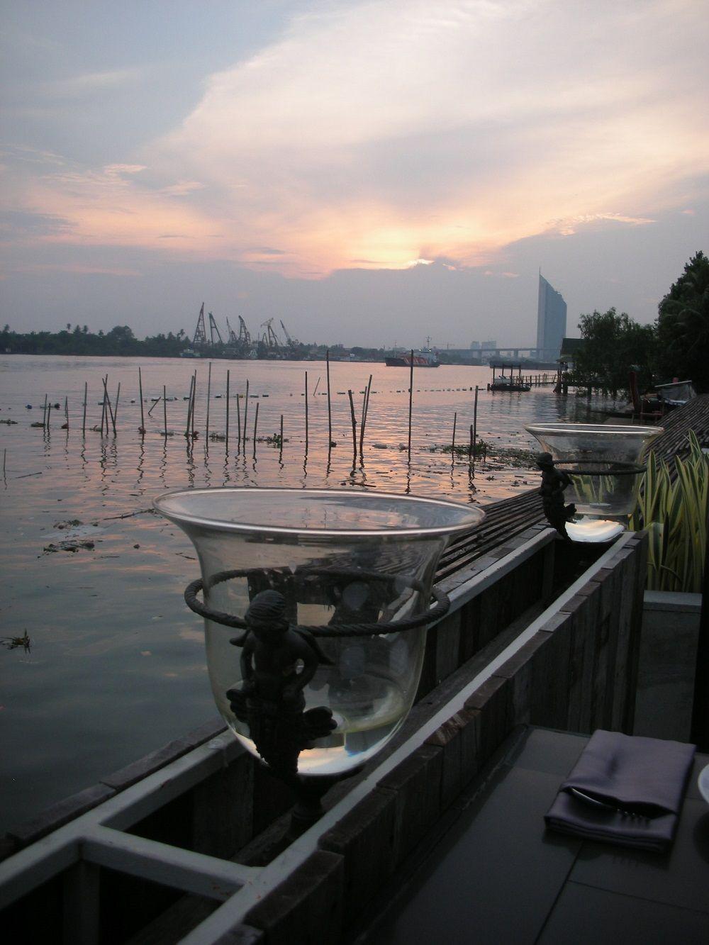 チャオプラヤー川の静かな場所に位置するブリタラ