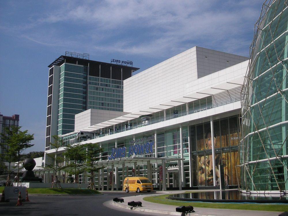バンコクのデューティーフリー直結ホテル「プルマンバンコクキングパワー」