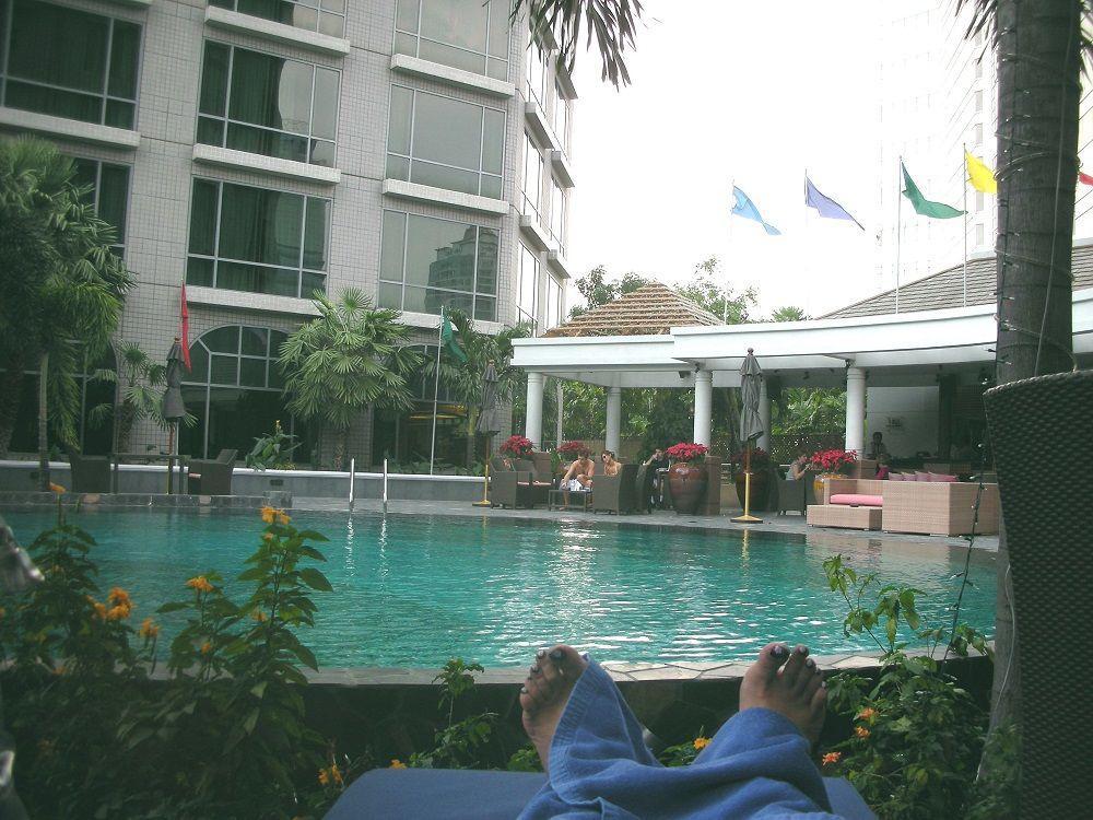 プールは長さ60メートル!しっかり泳ぎたい人も、寛ぎ派も大満足