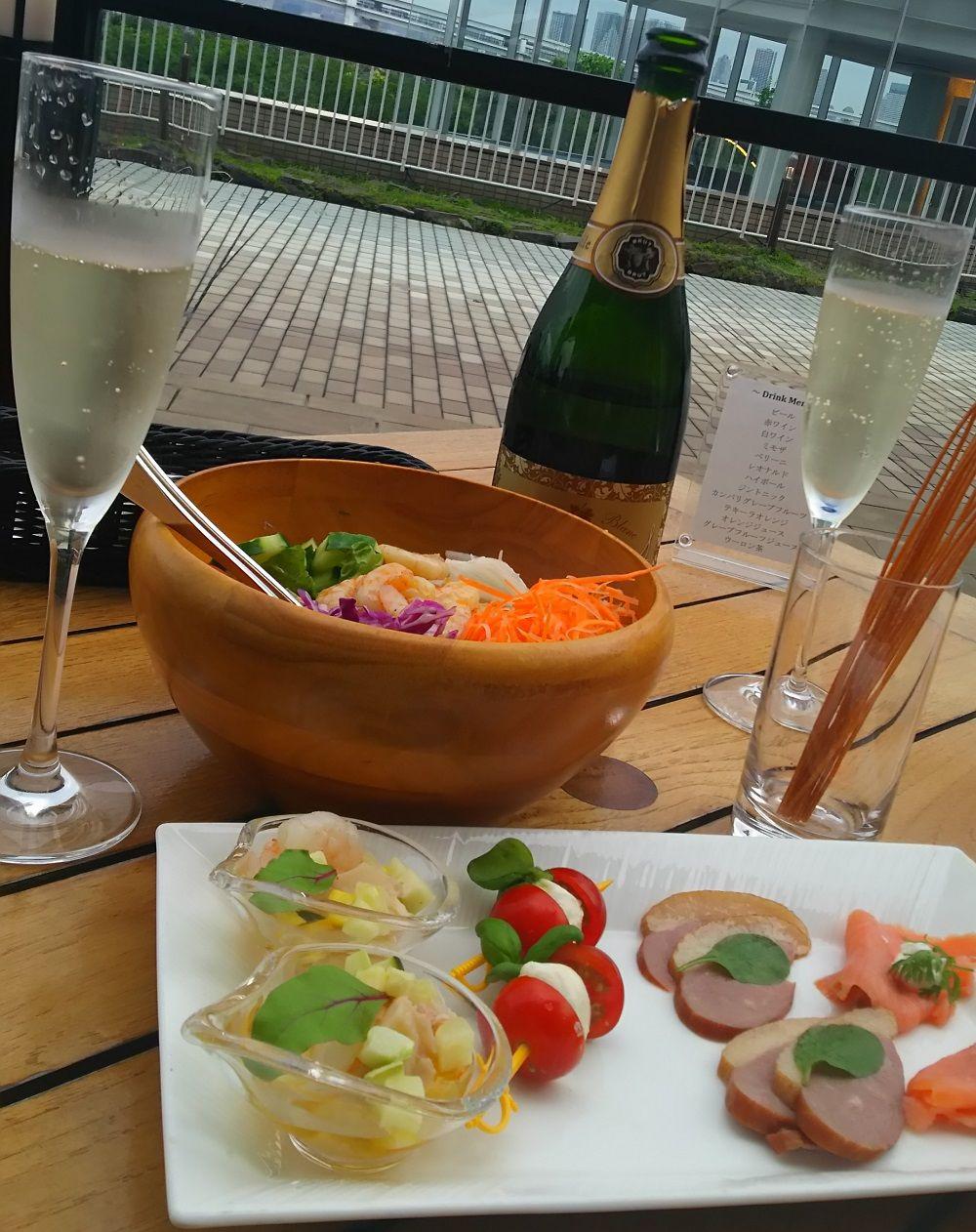 ラウンジ&シャンパンバー「ベランダ」に居酒屋価格のフリーフロープランあり!