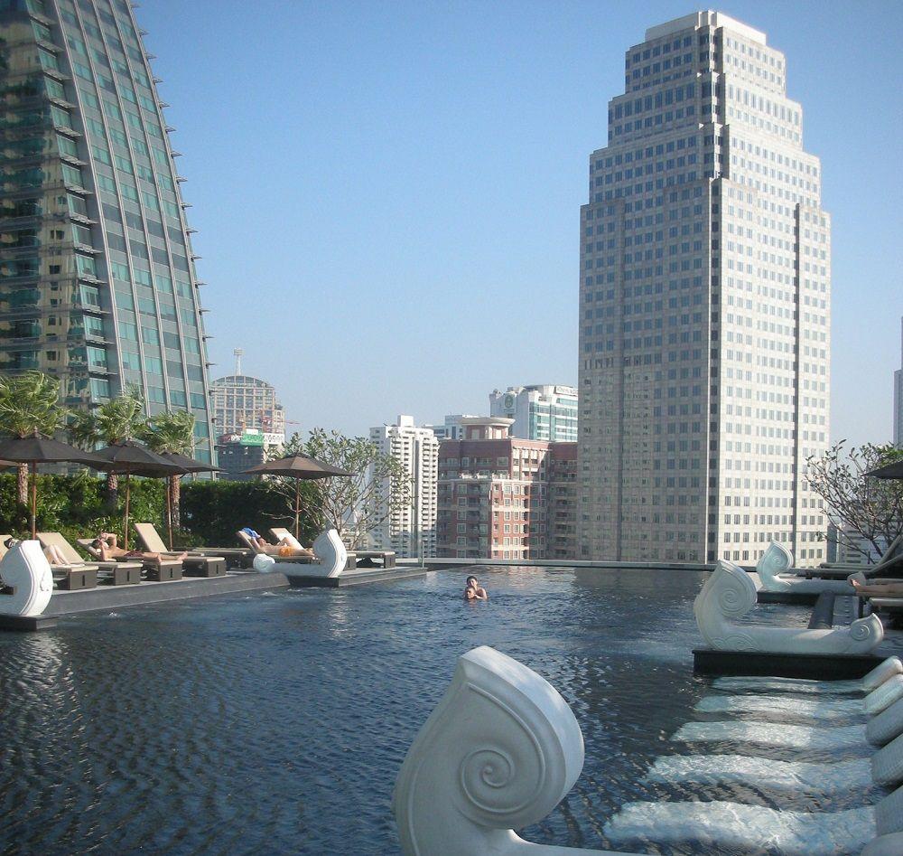 摩天楼のど真ん中に浮かび上がるプール!グランドセンターポイントホテルターミナル21