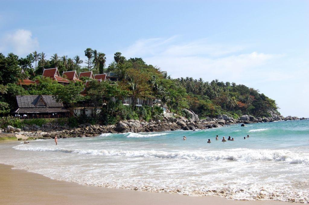敷地内からカロンビーチに出られる最強の立地!マリーナプーケットリゾートのプライベートエリアもあり
