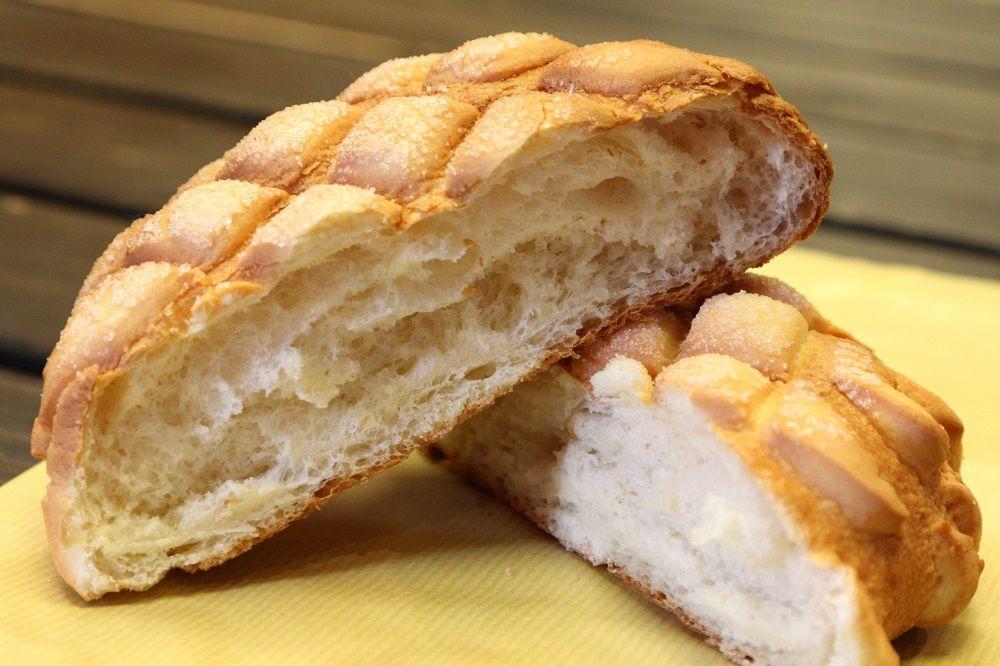 大きくてふわふわなのに、生地はしっとり!伝説のメロンパンの味に昇天〜!
