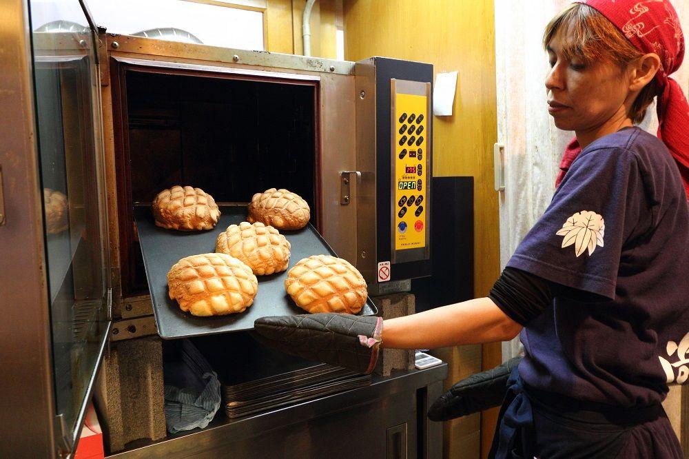 ジャンボメロンパンは常に焼き立て!